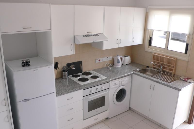 Fully Equipped Kitchen with Fridge/Freezer, Oven and Washing Machine