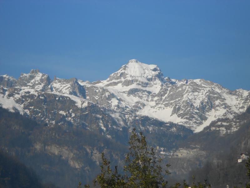 Vista sulla Cima del Monte Cervandone che domina Baceno e la sua valle