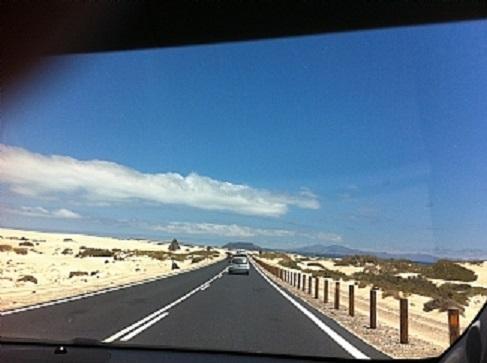 Una vista del parque natural de la carretera en Corralejo