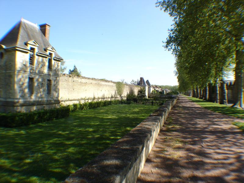 The remparts of Richelieu with walks