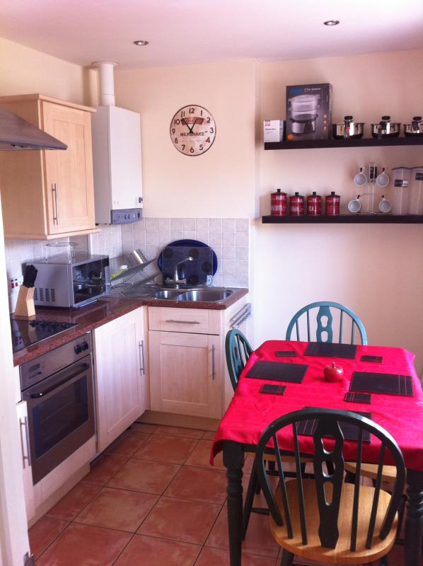 Kitchen, Fully Equipped, with Washing Machine, New Cooker and Hob, and Table and Chairs