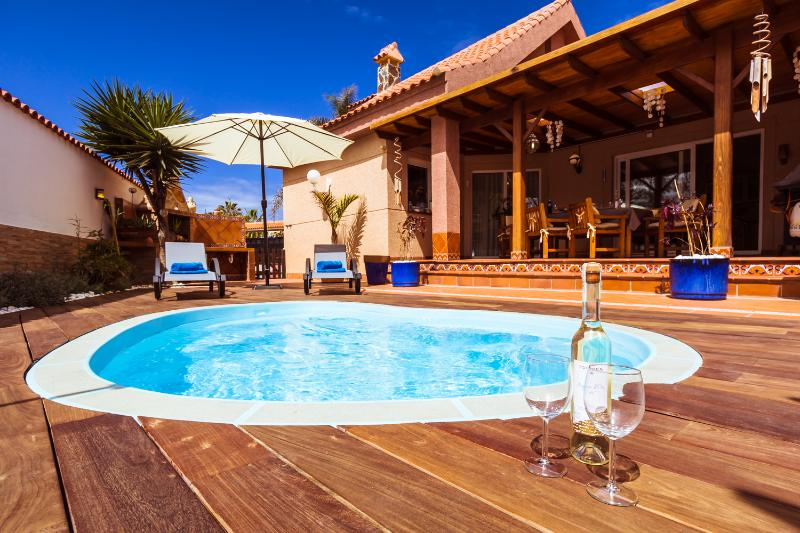 VILLA HIBISCUS CORRALEJO CENTRUM WITH PRIVATE POOL, holiday rental in Corralejo