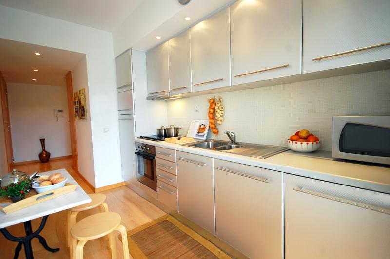 Fully equipped Kitchen with Dishwasher and Coffee Machine.