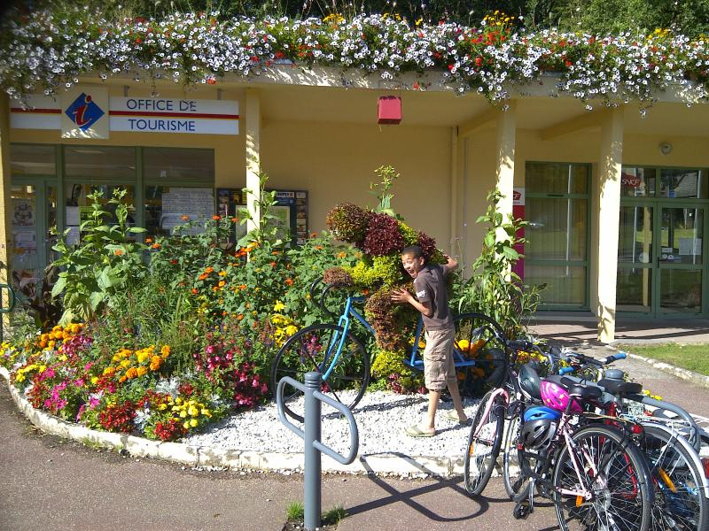 the tourist information centre in full bloom - at Bagnoles de l'Orne
