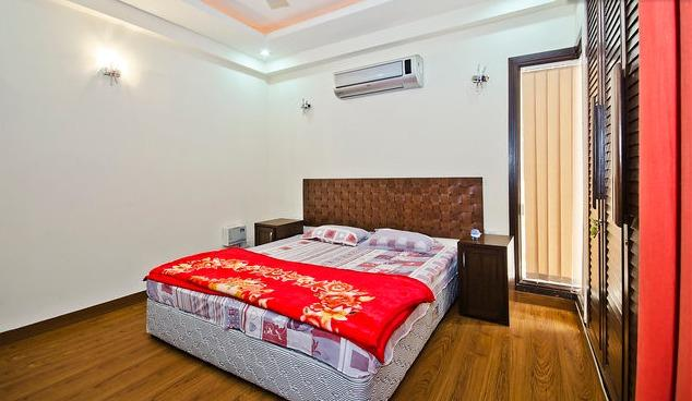 LUXURY BEDROOMS WITH ATTACHED BATHROOMS AND LCD TV , WIFI , BALCONY etc...