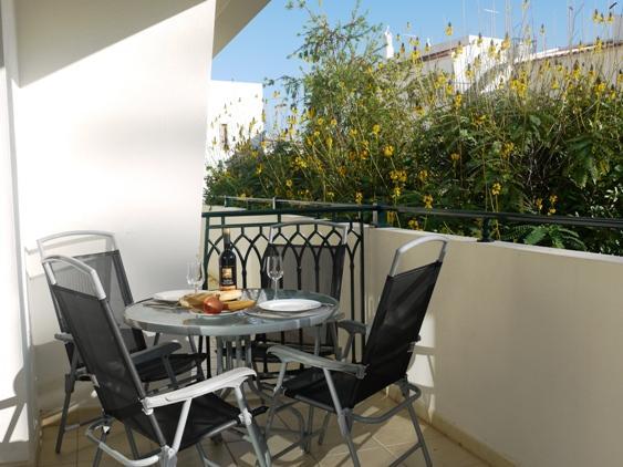 Alfresco dining on large balcony