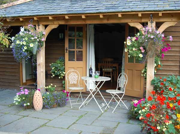 Littlelonghouse exterior