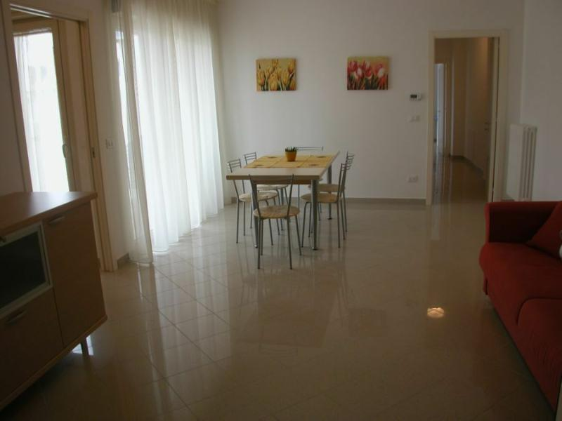 AGENZIAPETRA. en summer apartment house by the sea Martinsicuro
