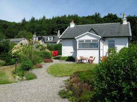 Strathspey Holiday Cottage enjoys a magnificent loch side location in village of Strone, Argyll