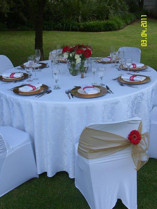 Meals are served in the garden / dining room /veranda.