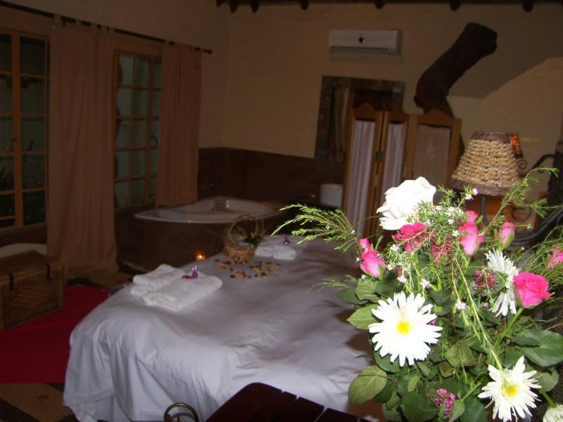 Rustic Romantic Room with outside shower in private garden Additional payment for romantic ambiance