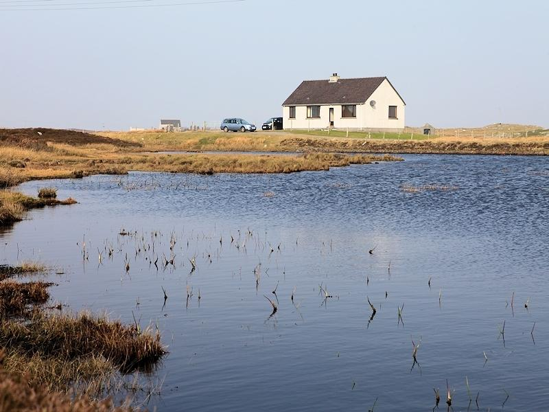 Lily Pond Cottage, holiday rental in Baleshare