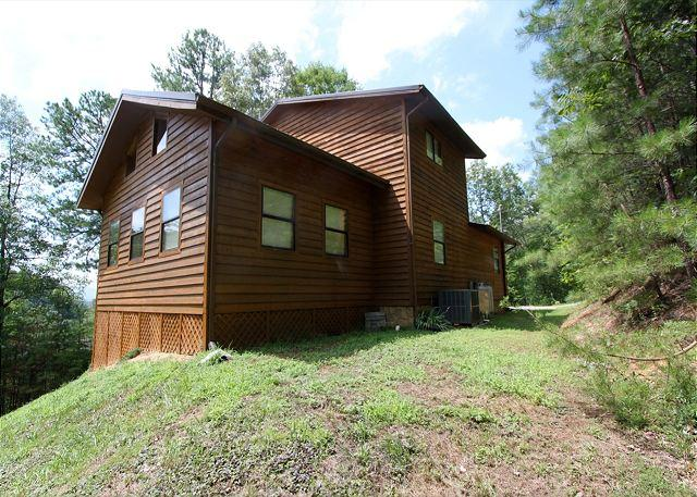 Woodhaven #1741- Outside View of the Cabin