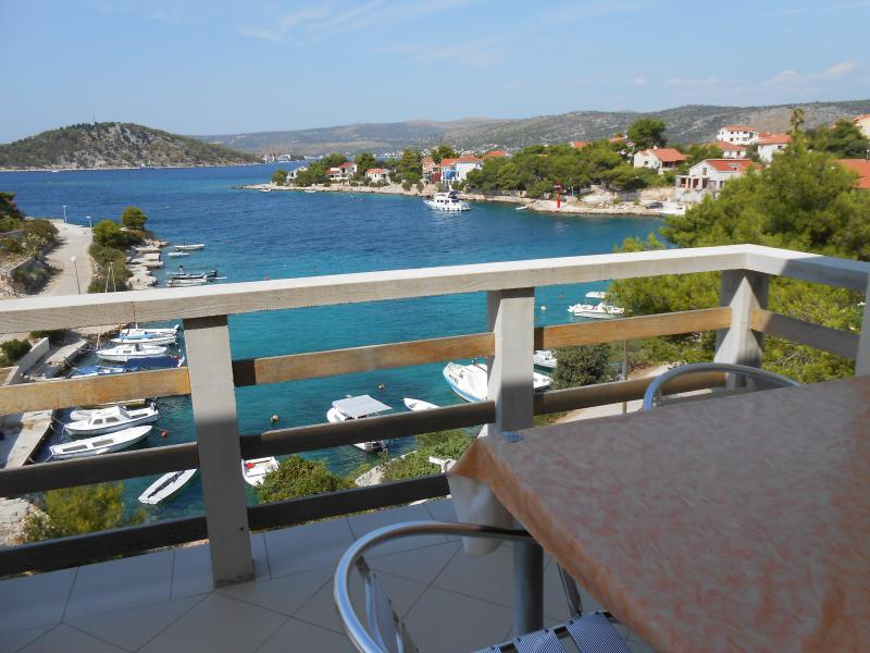 VILLA SPERANDA - Apartment 3, vacation rental in Razanj