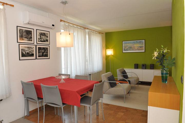 Apartment EVA - dining corner with living area