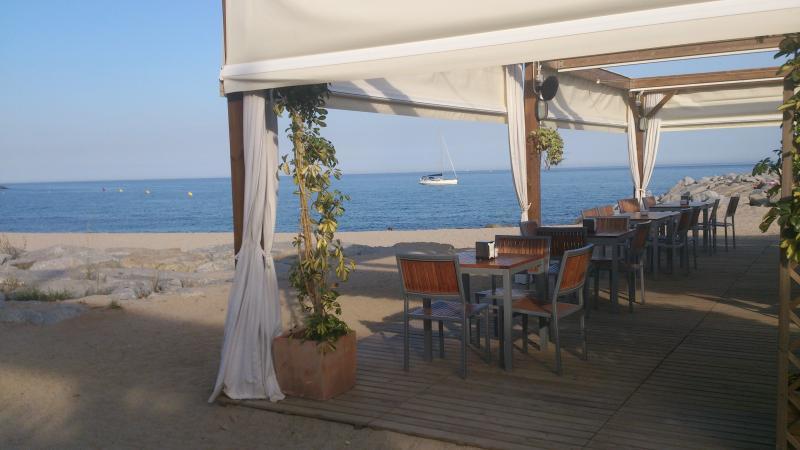 Apartamento  150m de playa y tren, 25 km Barcelona, aluguéis de temporada em Vilassar de Mar