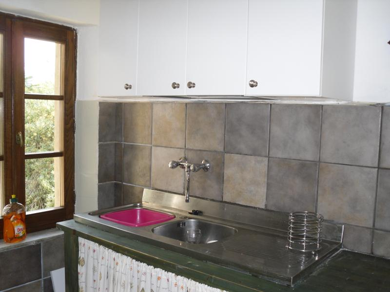 Kirchen - double sink and unit area. Elevated views over the private garden and village.
