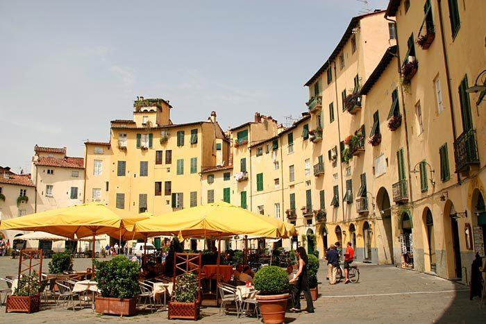 Lucca - Beautiful walled city, 30 minutes by train from Barga-Gallicano Station or 40 mins by car.