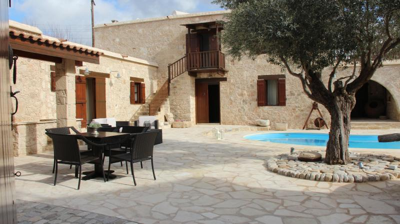 ANTIGONI'S HOUSE, holiday rental in Paphos District