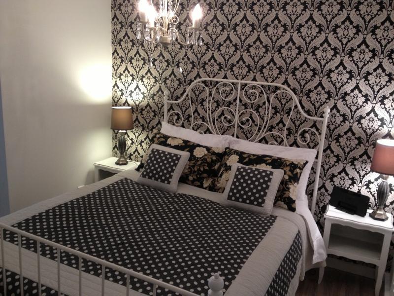 Albert bedroom, Kingsize bed & Ipod dock