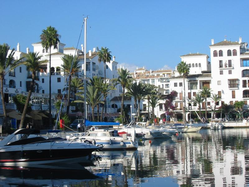 Duquesa Marina with it's wonderful restaurants and bars only a 5 minute walk