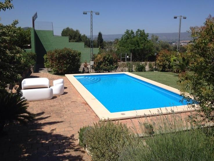 La Caseta, family friendly cottage, private pool and 3.000 sqm garden, holiday rental in Bocairente