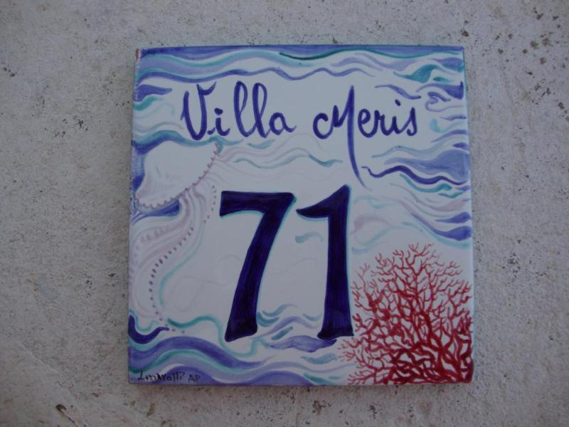 Il numero civico di Villa Meris.