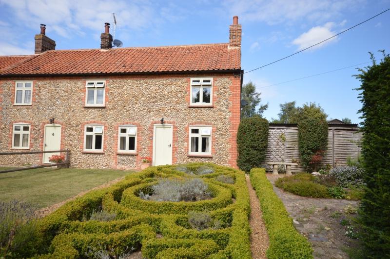 Parterre Cottage, holiday rental in Warham