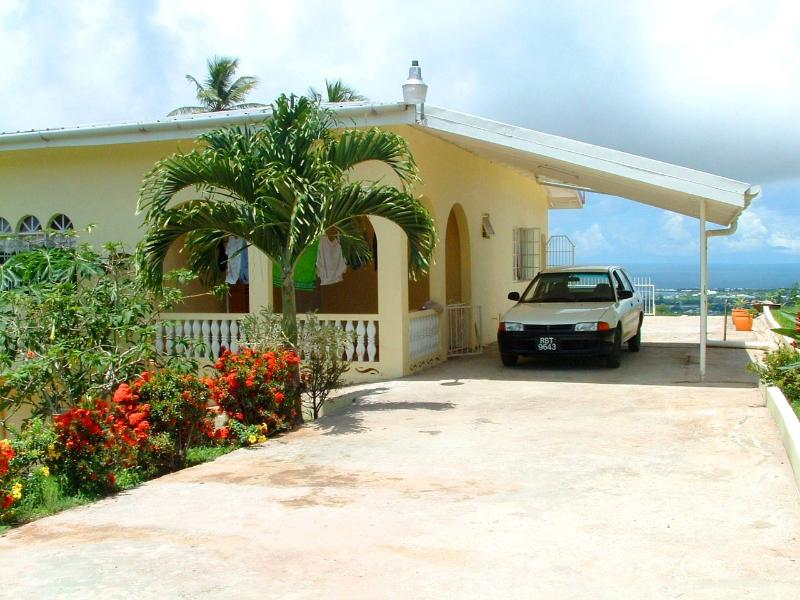 Front of Villa with plenty of parking space..