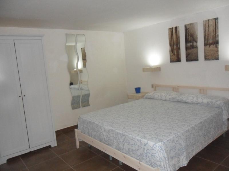 camera da letto matrimoniale in versione estiva