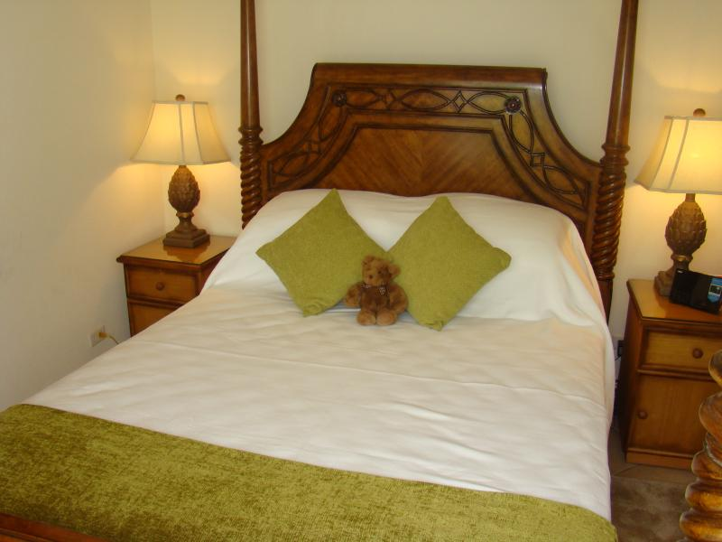 The Four Poster (US) Queen (UK) King Size Bed