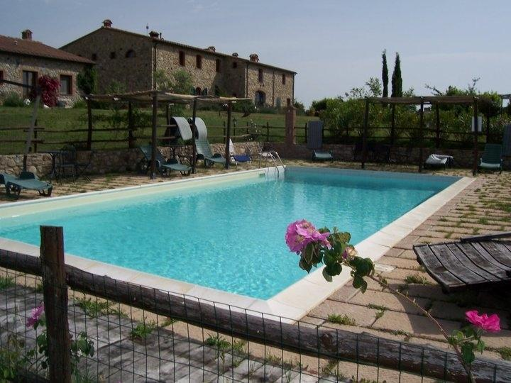 La piscina comune nel giardino