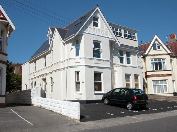 Alum Chine Family Beach Flat - sleeps 5, and only 5 mins walk from the beach!, Ferienwohnung in Bournemouth