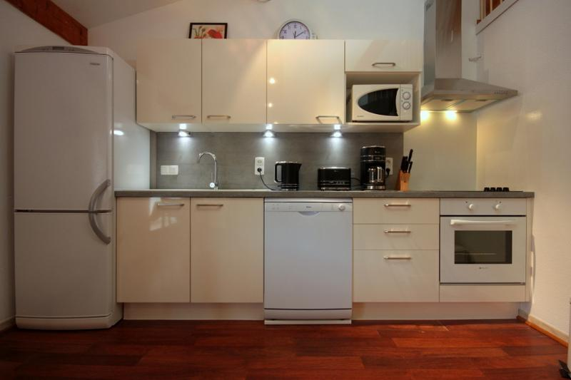 Saint Chinian apartment newly installed fully equipped kitchen