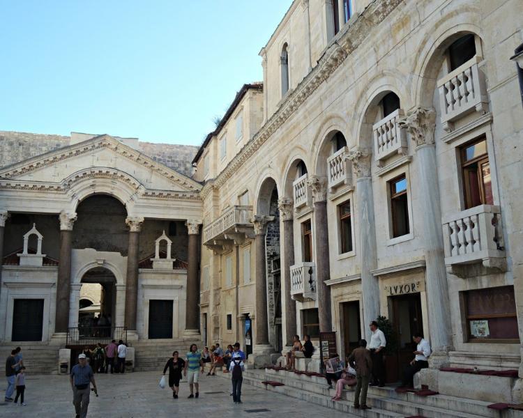 Palácio de Diocleciano, menos de 10 min a pé do apartamento