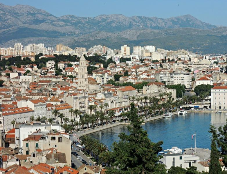 Vista sobre o centro da cidade de Split da colina de Marjan