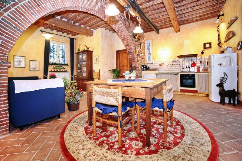 Home living room Giò with the great Arch of the ancient Cellar