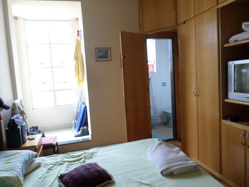 Suite with double bed and TV