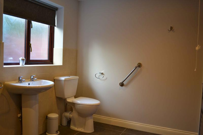 Downstairs wet room, disabled friendly