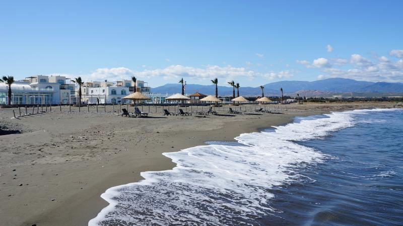 Lettini gratuiti in spiaggia regolarmente pulita