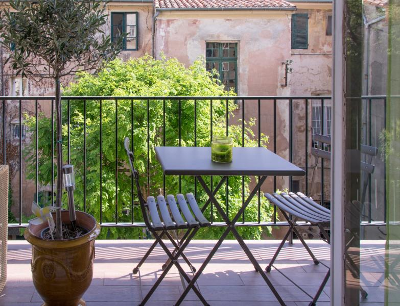 Historical centre Aix -Spacious Light Apartment with private carspace + balcony, vacation rental in Aix-en-Provence