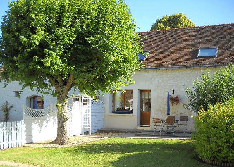 Beautifully presented gite in stunning location with private garden and pool, holiday rental in Continvoir