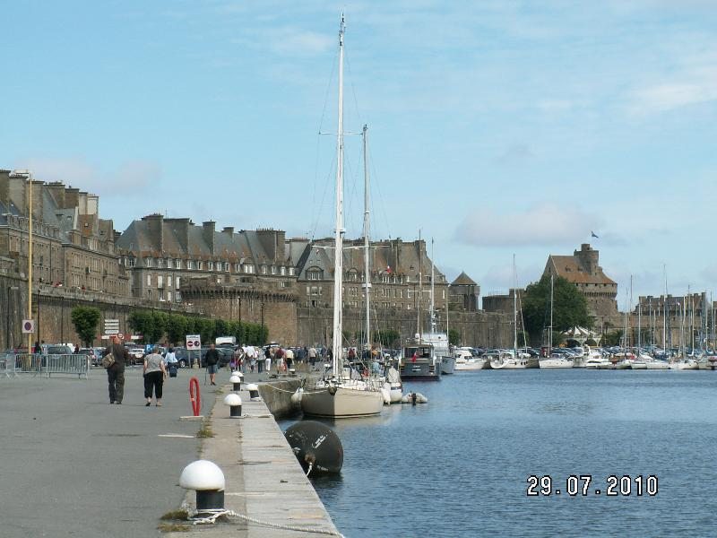 Saint malo : les quais et  les remparts  -  Docks and  ramparts  -  docks und die Wälle