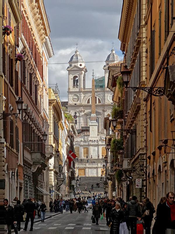 a View of Via Condotti, Piazza di Spagna