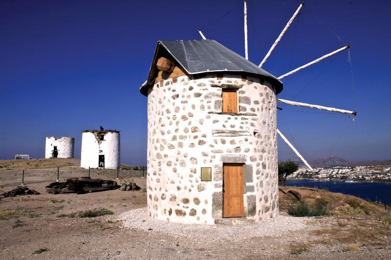 Los históricos, ruinas del molino de viento con vistas a la bahía de Bodrum y Gumbet - bien merece una visita