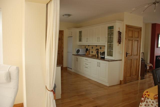 Fully fitted Kitchen with Dishwasher, Washing Machine, Microwave etc.