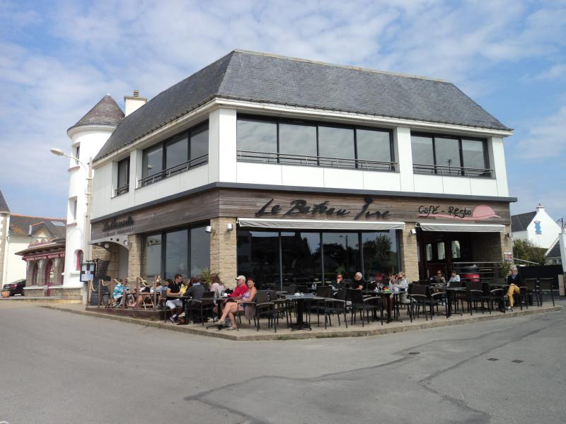 ONE OF THE THREE PANORAMIC HARBOUR RESTAURANTS