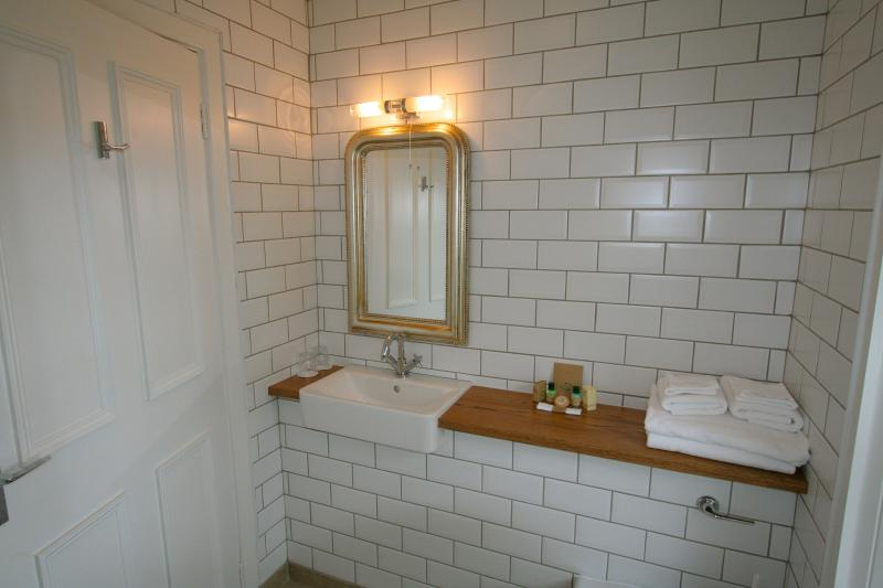 Ensuite bathroom - Room 8