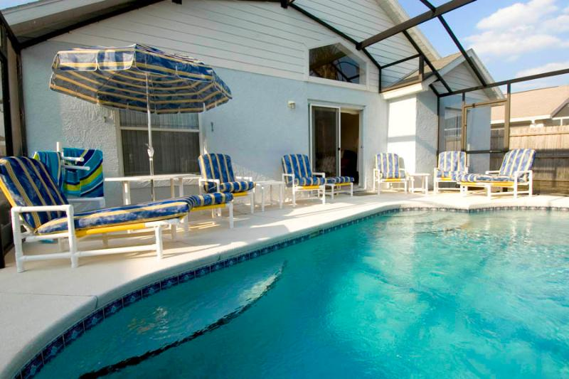 Chill out or soak up the sun! Heated 23' screened, private Swimming Pool