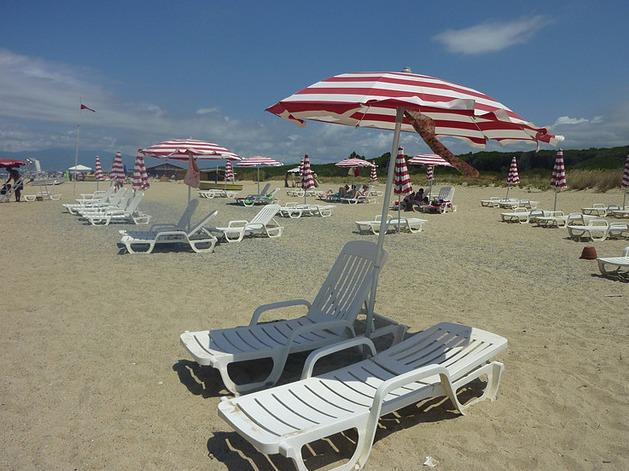 Relax on the clean, sandy private beach. Sun beds and umbrellas are provided free